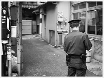 Police officer, Ikebukuro, October 4, 2003: click for gallery