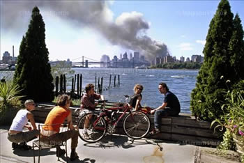 "Thomas Hoepker's ""Brookly, New York, September 11, 2001"""