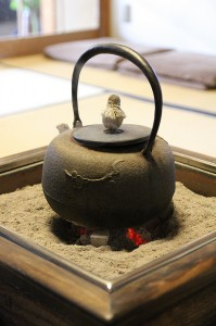 Japanese iron pot, photograph by Christian Kaden